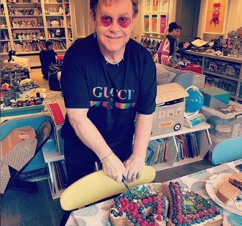 ¡Feliz cumpleaños 74 Elton John!