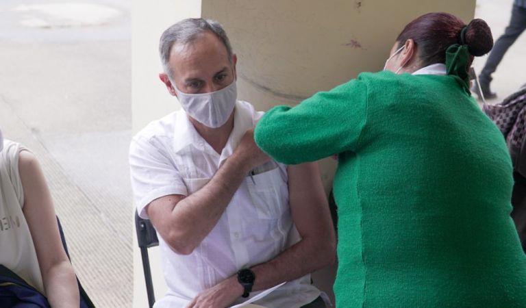 López-Gatell recibió la primera dosis de la vacuna contra Covid-19