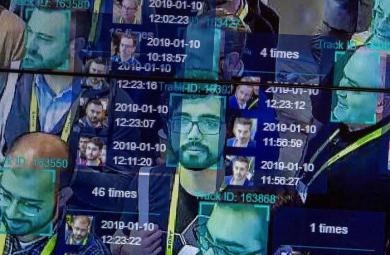 China obliga a escanear su rostro a los usuarios de nuevos teléfonos móviles