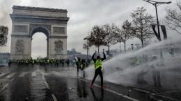 protesta en francia arco