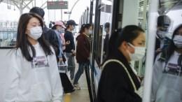 Personas abordando el tren en Wuhan, China