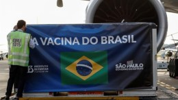 Brasil recibe vacunas de Sinovac