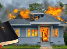 Hombre se burlaba de Dios y al intentar quemar una Biblia