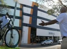 """Padre recorre 13 km en bicicleta para orar por su hijo hospitalizado """"Dios es mi fortaleza"""""""