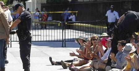 21b9ad30781a3312d12f4eb3aa07aa4c - La actriz Daryl Hannah detenida por manifestarse
