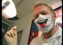 4feb08b32fc2bca59f9db42b69cd4022 - Dentista alemán le arranca la dentadura a una mujer por no pagarle