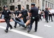 f59fd3a46f2adbbd9dd6269010353971 - 100 detenidos por la represión de las protestas en Nueva York