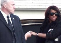 825c939ed3e8f5731bfe6f5becd14d5e - Pillan a la hija de Whitney Houston tomando drogas después del funeral