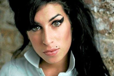 4048e0352d4b8bc901070111239ab807 - La sórdida pelea por la herencia de Amy Winehouse