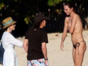 63469429912dc1ccdb06743287acc7c4 - Fan en topless sorprende a Paul McCartney y su esposa