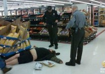 6aecb618558929ab262652492a62332d - Gente rara en los supermercados
