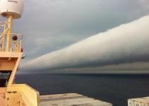 6c39066c758066595ea0d8d8c07e632a - Extraña nube tubular gigante a lo largo del mar en Uruguay