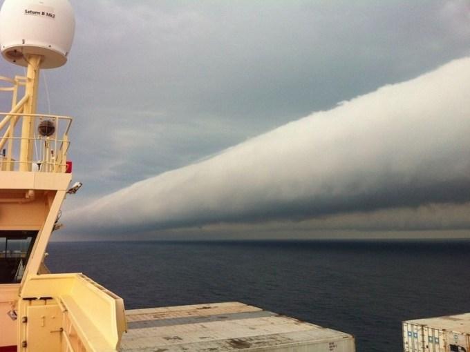 No es muy común poder apreciar estas nubes que simulan ser tubos infinitos o una especie de rizos