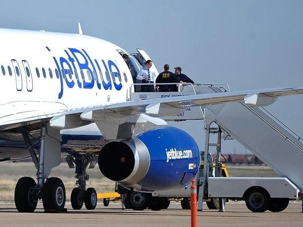 """bd94e847b2f14845c4b94f571b2288b8 - Un piloto se volvió totalmente loco en pleno vuelo: gritaba """"recen, que nos estrellamos"""""""