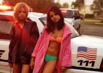 ff9a561ab68b1f1386f01d7c7cb30cfe - Selena Gomez ¡Arrestada y en bikini!