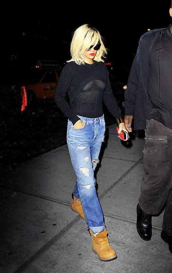 riana 4 - Rihanna salió a la calle con ropas transparentes