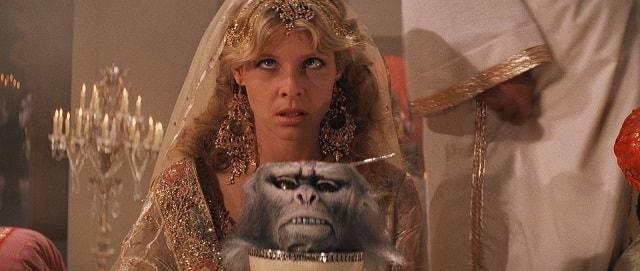 Comiendo cerebro de mono en la película: Indiana Jones y el templo maldito
