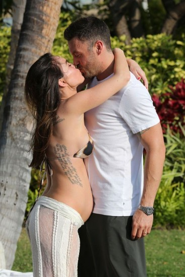 megan3 - Momentos de ternura entre Megan Fox y su marido