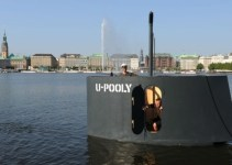 91a2cbd3734d991ccf6d588c0cf42602 - Bromistas causan alerta en Hamburgo con una réplica a pedales de la torreta de un submarino