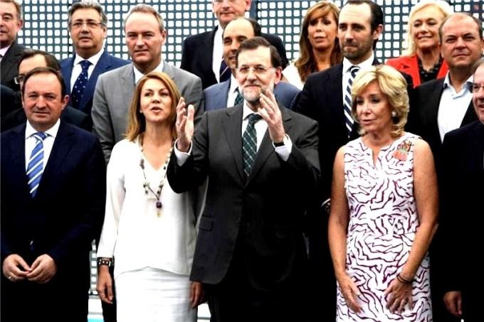 Mariano Rajoy posa junto a sus barones