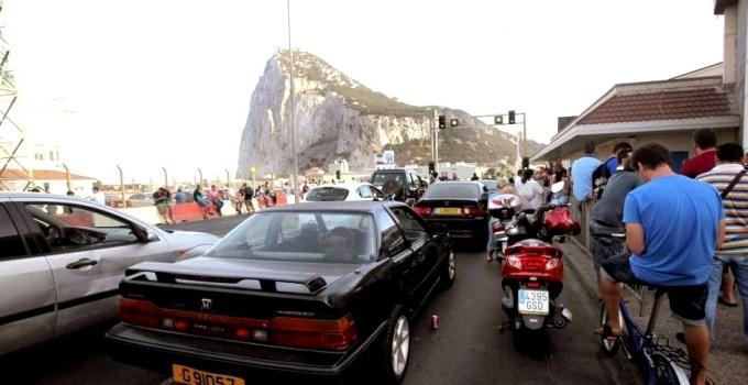 1a39173e65486fab8249fb04458ac834 - La subida del IVA dispara las colas de coches en la frontera de Gibraltar