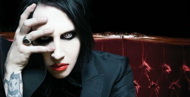 81e88cc0ea51deee3c244a6338205ec0 - Marilyn Manson vomita y se desmaya durante un concierto
