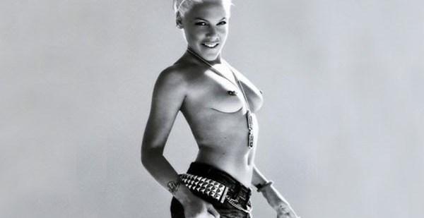 8f7e71390d72d9ea8d2e9c3e36b68d2e - Pink hizo topless para un músico canadiense