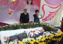 b04d286650a4c505736d59aec4e6c694 - Organizó su propio funeral para saber qué pensaban de ella