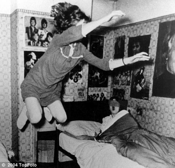 size1 61308 ara - El caso de la niña que levitaba y las sillas voladoras: en 1977 Poltergeist en Londres