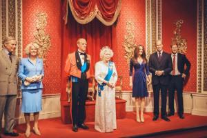 5c8840d2c74cb 300x200 - Sorprendentes Reglas Y Tips De La Familia Real Británica