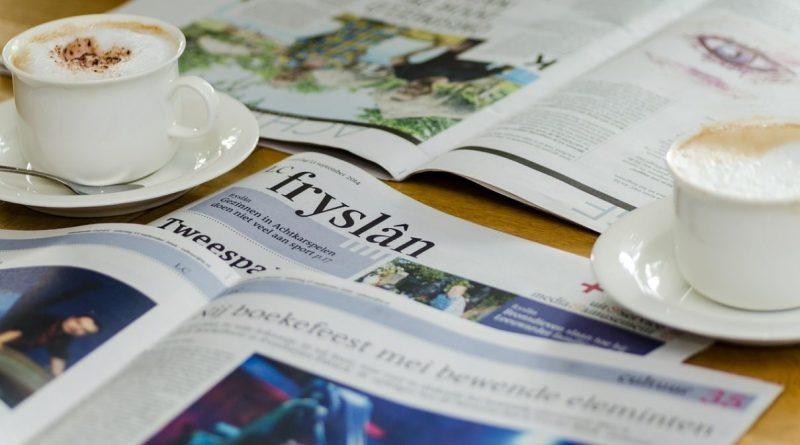 Periodicos, prensa entre cafés
