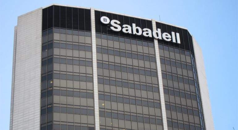 Oliú y Guardiola renuncian a su bonus en Sabadell