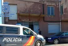 Imagen del operativo de la Policia Nacional en un taller clandestino de Arnedo