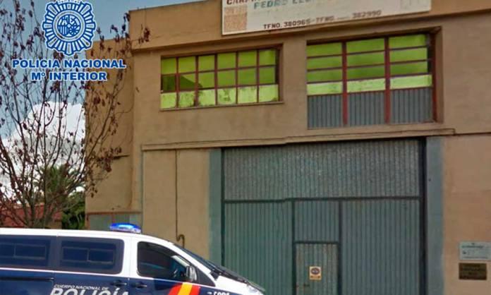 Exterior del inmueble donde se ha desmantelado un taller clandestino en Arnedo