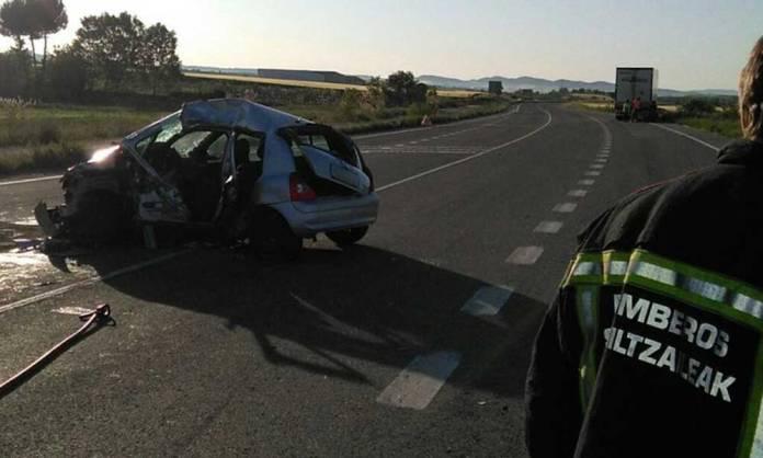 Otra imagen publicada por Bomberos de Navarra en sus Redes Sociales del accidente de esta mañana en Allo con una vecina de Arnedo fallecida