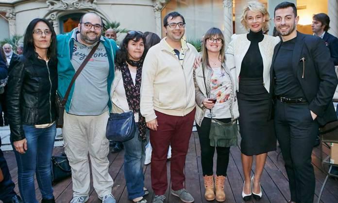 """David Ruiz de la Torre y Belén Rueda, acompañados por amigos arnedanos durante el preestreno de """"El Atasco"""""""