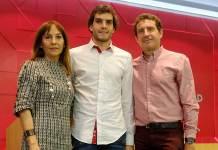 Iván Pérez-Aradros Martínez con sus padres