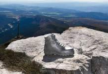 Bota de acero situada en la cima de Peña Isasa (Chiruca)