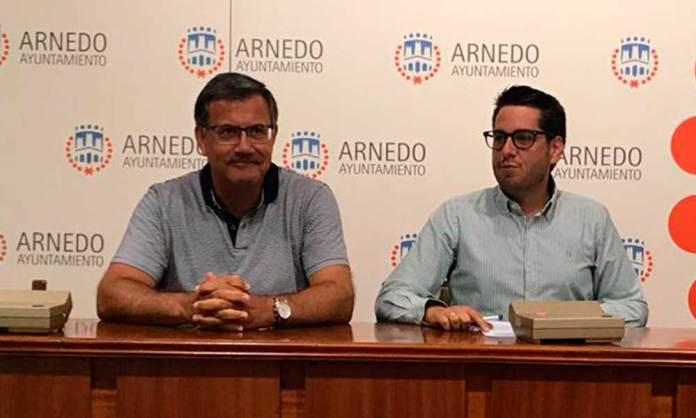 El pregonero Arturo Colina y el alcalde de la ciudad, Javier García
