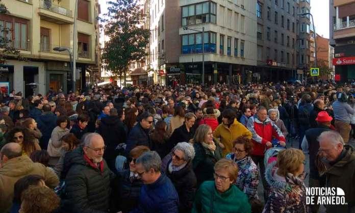 Concentración contra la violencia hacia las mujeres en la Puerta Munillo de Arnedo