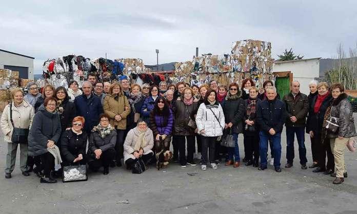 Alumnos arnedanos de la Universidad de la Experiencia 2018/2019 en la planta de gestión de residuos