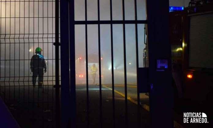 Grave incendio en pabellón de Recuperaciones Viguera en Arnedo