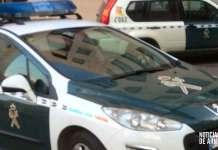 Vehículos de la Guardia Civil en calle Los Planos de Arnedo