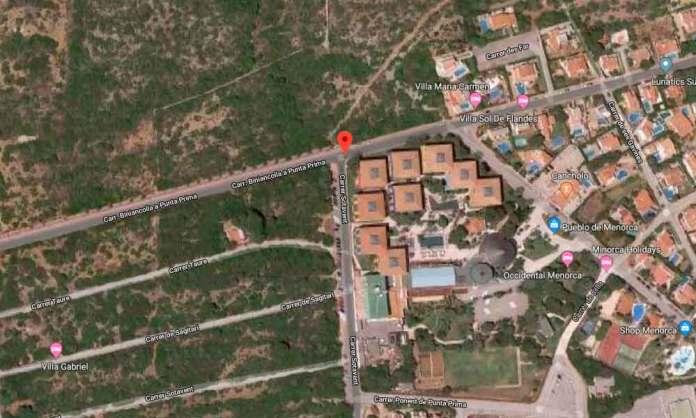 Localización del accidente de tráfico por salida de vía y posterior colisión contra un muro en Punta Prima (Menorca)