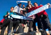 Un grupo de amigos en la cima de Peña Isasa en la mañana de Nochevieja de 2019