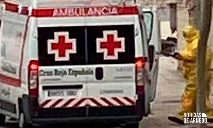 [Archivo] Cruz Roja realiza un traslado en Arnedo por sospecha de COVID-19