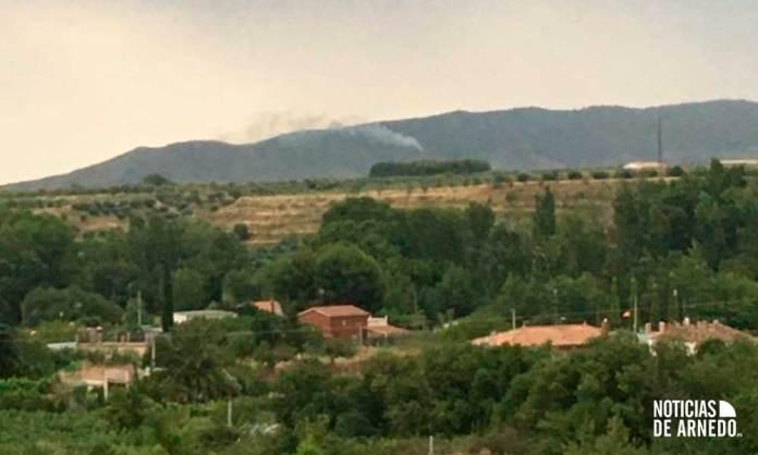 Columna de humo del incendio visible desde el casco urbano de Arnedo