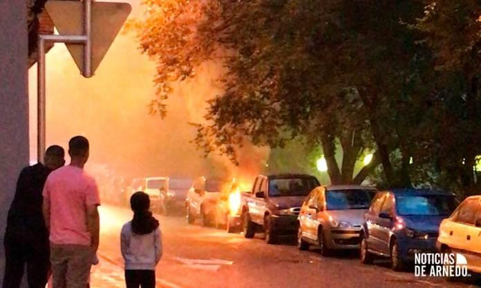 Incendio de un vehículo en calle Huertas de Arnedo