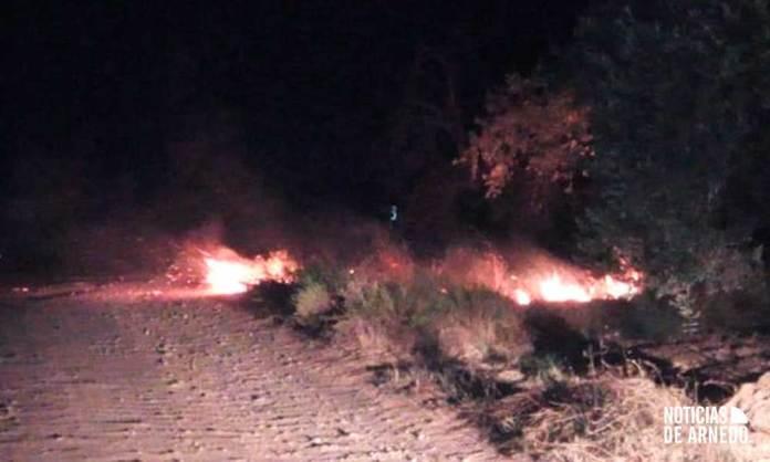 Incendio de ribazo en el camino del Mollegal de Arnedo