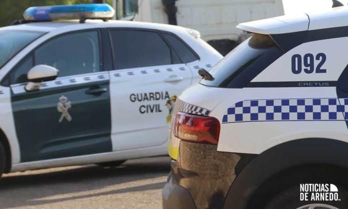 Vehículos patrulla de Guardia Civil y Policía Local en Arnedo